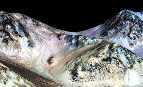 False-color photo of streaks, believed to be flowing water on Mars, at Hale Crater