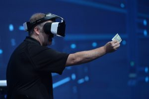 """Intel Unveils Project Alloy, a Cord-less VR Headset providing """"Merged Reality"""""""